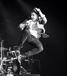 such a great live show Lots of fun - Olly Murs Live Music, Good Music, Olly Murs, I Want To Cry, Pop Singers, Celebs, Celebrities, My People, Celebrity Crush