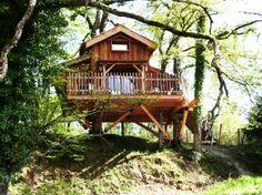 Cabanes perchées en Dordogne-Périgord pour des nuits insolites en couple ou en famille. En savoir + : http://www.ikinat.com/cabane-dans-les-arbres/hebergement-insolite-cabanes-perchees-en-dordogne-perigord