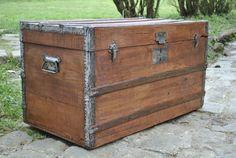 Malle ancienne en bois restaurée