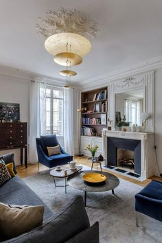 An eclectic living room that works! – An eclectic living room that works! Modern Apartment Decor, Apartment Interior, Apartment Design, Apartment Living, Room Interior, Interior Livingroom, Parisian Apartment, Minimalist Apartment, Interior Plants