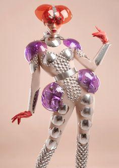 futuristic, space age manuel albarran I'm in love with this Space Fashion, Fashion Art, Editorial Fashion, Fashion Show, Fashion Design, Fetish Fashion, Beauty Editorial, High Fashion, Mädchen In Bikinis