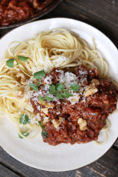 Here we have updated on of the worlds most popular dishes bolognese with new ingredients. Making it a vegetarian bolognese with walnuts & mushroom! Vegetarian Bolognese, Roasted Walnuts, Stuffed Mushrooms, Spaghetti, Pasta, Vegan, Dishes, Ethnic Recipes, Food