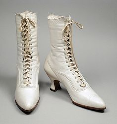White leather boots by Rosenthals Inc.. Made between 1909 and 1913.
