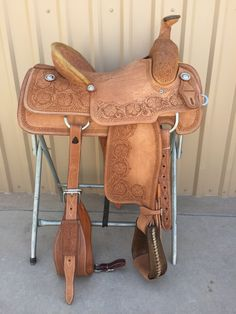 Started the Head: The Rider Safety helmet - Equestrian Best Tips Roping Saddles, Horse Saddles, Western Saddles, Horse Halters, Western Tack, Wade Saddles, Equestrian Outfits, Equestrian Style, Equestrian Problems