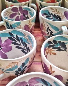 Wonderful Totally Free Ceramics Bowls ceramica Strategies Just when was the pot all set to toned and also flip? The idea isn't easy to grant any conclusive Ceramic Clay, Ceramic Painting, Ceramic Bowls, Ceramic Pottery, Ceramic Artists, Painted Mugs, Hand Painted Ceramics, Crackpot Café, Pottery Courses