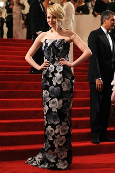 Celebrity Red Carpet, Celebrity Dresses, Celebrity Style, Margot Robbie, Emma Stone Red Carpet, Emma Stone Style, Formal Chic, Printed Gowns, Gala Dresses