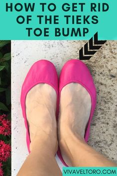 I love my Tieks but I don't love the Tieks toe bump that's caused by my toe pressing against the soft leather. Here's how to use moleskin to fix the toe bump. Source by ruthv Ballet Flats Outfit, Tieks Ballet Flats, Tieks Shoes, Fancy Shoes, Trendy Shoes, Tieks Reviews, Tieks By Gavrieli, Soft Leather, Leather Flats