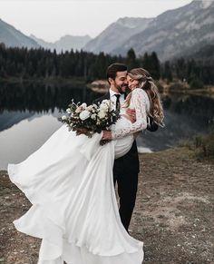 @ weddingdressesofficial Les plus belles robes de mariées sont chez Vie De Bohème. Blanche, pastel, en dentelle, fluide ou princesses, venez découvrir tous nos habits de style bohème chic dans notre boutique.