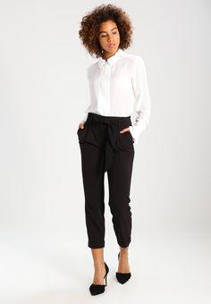 https://www.zalando.pl/dorothy-perkins-tie-waist-spodnie-materialowe-black-dp521a0a2-q11.html?selectedsizes=46%2C48%2C50&zoom=true