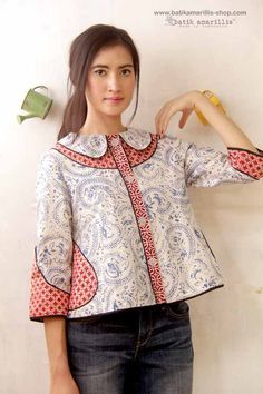 Batik Amarillis's West and girl .The western inspired style of clothing is true staples that will suit and easily combined with your other outfits! Batik Blazer, Blouse Batik, Batik Dress, Batik Fashion, Ethnic Fashion, African Fashion, Womens Fashion, Blouse Patterns, Blouse Designs