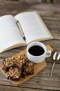 Un buen libro y un rico cafe