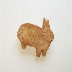 石塑粘土ブローチ うさぎ|Nikarasunday