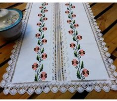 This Pin was discovered by Asu Stitch Crochet, Crochet Stitches, Lace Table Runners, Hand Embroidery Patterns, Cross Stitch Flowers, Table Covers, Vintage Home Decor, Doilies, Diy And Crafts