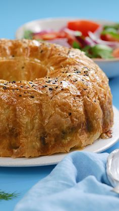 And Feta Filo Bundt Cake This spinach and feta bundt cake is the perfect sharing dish!This spinach and feta bundt cake is the perfect sharing dish! Greek Recipes, Vegetable Recipes, Vegetarian Recipes, Cooking Recipes, Healthy Recipes, Chicken Recipes, Healthy Cake, Shrimp Recipes, Cooking Ideas