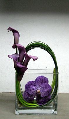art floral moderne, jolie utilisation des tiges                                                                                                                                                      Plus
