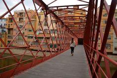 Pont de les Peixateries Velles. Een brug van de architect Eiffel (van de Eiffeltoren) in Girona, Catalonië, Spanje,