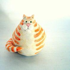 Inspiration - Fat Porcelain Orange Marmalade Cat by StudioByTheForest on Etsy Pottery Animals, Ceramic Animals, Clay Animals, Ceramic Clay, Ceramic Pottery, Porcelain Clay, White Porcelain, Slab Pottery, Ceramic Bowls