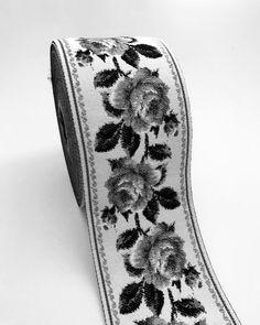 #bordür #dokuma #siyahbeyaz #gri #dokumabordür #mt #güldesen #kurdele #fantastickurdele #tasarım #bag #clutch #yatakörtüsü #evtekstili #tekstil #özeldesen