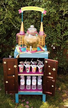 "Hostess with the Mostess® - Sparkly Disney Princess Birthday Party ""Jasmine's Oasis"" Drink Station Kids Birthday Crafts, 4th Birthday Parties, Birthday Ideas, Princess Jasmine Party, Disney Princess Birthday Party, Princesse Party, Kids Party Themes, Party Ideas, Aladdin Party"