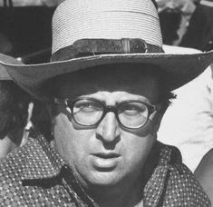 Maestro Sergio Leone con un Panamá en el set de Un genio, due compari, un pollo (1970s) #Style #Hat #Cinema