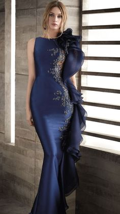 Gorgeous Embroidered Asymmetric Sleeveless Midnight Blue Mermaid Evening Dress / Evening Gown with Embroidered Back and small Train. Dress by Manu Garcia Costura Elegant Dresses, Nice Dresses, Girls Dresses, Dinner Gowns, Evening Dresses, Bridesmaid Dresses, Prom Dresses, Formal Dresses, African Fashion Dresses