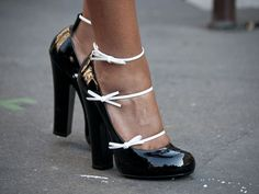 Black and White: Paris Fashion Week Street Style - Spring 2012 Paris Street Style Photos - Marie Claire Pretty Shoes, Beautiful Shoes, Fab Shoes, Crazy Shoes, Me Too Shoes, Fashion Photo, Paris Fashion, Women's Fashion, Spring Street Style