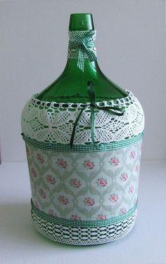 Wine Bottle Art, Diy Bottle, Wine Bottle Crafts, Jar Crafts, Diy And Crafts, Mason Jar Gifts, Mason Jar Diy, Decoupage Jars, Recycled Glass Bottles