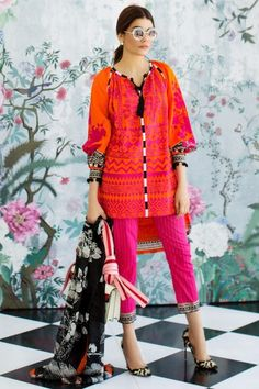 Sana Safinaz Best Summer Lawn Dresses Latest Collection consists of top designer ssummer three piece printed & embroidered suits in elegant styles Simple Pakistani Dresses, Pakistani Fashion Casual, Pakistani Bridal Wear, Pakistani Dress Design, Pakistani Outfits, Asian Fashion, Casual Summer Dresses, Stylish Dresses, Simple Dresses