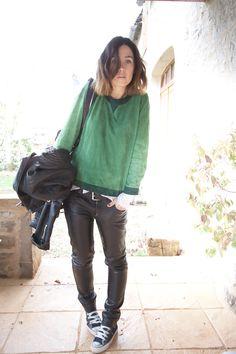 pantalon en cuir avec converses