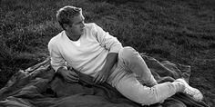 One of the most regularly cited men's style icons and the unarguable King of Cool. Here we look at 20 of Steve McQueen's best outfits of all time.