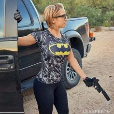 Waffen & Welpen - Ladies and thier guns - Militar Concealed Carry Weapons, Best Concealed Carry, Self Defense Women, Female Soldier, Cool Guns, N Girls, Lady, Sexy Women, Beautiful Women