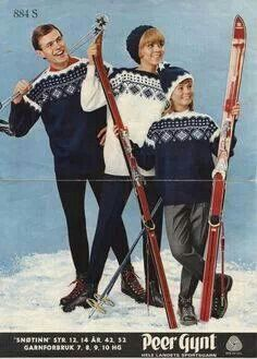 Family forced to model itchy matchy knitwear to afford another 2 pairs of skis. Ski Fashion, Sweater Fashion, Winter Knitting Patterns, Chalet Chic, Norwegian Knitting, Icelandic Sweaters, Ski Posters, Vintage Ski, Christmas Jumpers