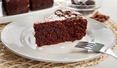 Caprese chocolate cake recipe by Live Italian: a simple and delicious dark chocolate cake, gluten free ! recipe gere --> http://live-italian-en.blogspot.com.au/2014/05/chocolate-cake-recipe-torta-caprese.html