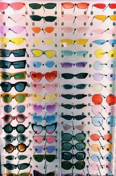 Fashion Accessories That Will Complete your Look this Spring Hipster Kunst, Hipster Art, Men Hipster, Lunette Style, Estilo Indie, Cute Sunglasses, Sunnies, Vintage Sunglasses, 80s Aesthetic