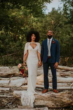 This elopement inspiration at The Falls of the Ohio features a pomegranate and dusty blue color palette and a vow exchange and picnic near the river. Wedding Tips, Boho Wedding, Fall Wedding, Wedding Styles, Rustic Wedding, Dream Wedding, Wedding Posing, 1920s Wedding, Elopement Wedding