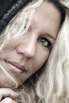 Stephanie Urbat-Jarren » Ich lebe mit meinen Söhnen nahe meinerHeimatstadt Hamburg. Schon  ...