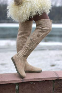 "Мини-коллекция ""Минералы"" (валенки-ботфорты) - Ярмарка Мастеров - ручная работа, handmade Felt Boots, Wool Shoes, Felted Slippers, Thigh High Socks, Shoe Pattern, How To Make Shoes, Wet Felting, Winter Boots, Wool Felt"