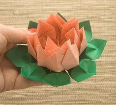 Aqui está a flor de lotus em origami pronta