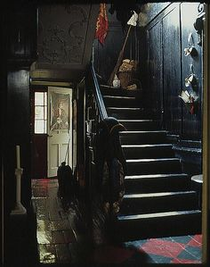 homescapes: Stairs (via Dennis Severs' House) Looks so haunted. Halls, Witch House, Spooky House, Dark Walls, Dark Interiors, Stairway To Heaven, Vintage Green, Stairways, Decoration