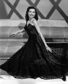 Ann Miller key-set portraits from Easter Parade. Vintage Hollywood, Old Hollywood Glamour, Hollywood Fashion, Golden Age Of Hollywood, 1940s Fashion, Hollywood Stars, Hollywood Actresses, Classic Hollywood, Pure Hollywood