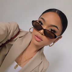 Sunglasses For Your Face Shape, Cat Eye Sunglasses, Aesthetic Makeup, Aesthetic Girl, Makeup Inspo, Makeup Inspiration, Pretty Makeup, Makeup Looks, Melissa Calma