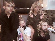 Lol, they have the same hair as Kirstie! That's so adorable