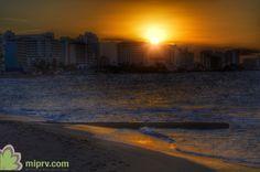 Atardecer en la Playa de El Condado en San Juan, Puerto Rico.