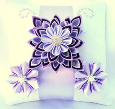 The pad is made in the purple scale, jewelery and decorated with rhinestones. The model can be made in any color of your choice. Cloth Flowers, Gold Flowers, Flowers In Hair, Fabric Flowers, Toddler Hair Clips, Toddler Headbands, Fabric Flower Headbands, Flower Hair Clips, Fleurs Kanzashi