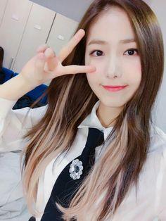 SinB so beautiful 😍 Kpop Girl Groups, Korean Girl Groups, Kpop Girls, Sinb Gfriend, G Friend, Entertainment, Extended Play, Chanbaek, Sweet Girls