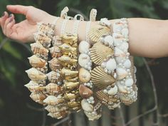 Simple shell crown styles for all ages Mermaid Shell, Mermaid Crown, Mermaid Crafts, Mermaid Diy, Sea Crafts, Seashell Crafts, Mermaid Headpiece, Seashell Crown, Shell Crowns