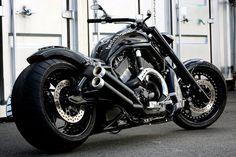 """Bad Land Motorcycles Japan's """"Gigger"""" V-Rod build."""