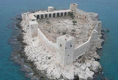 Kizkalesi (castillo de la muchacha) también conocido como Castillo en el mar, Mersin, Turquía