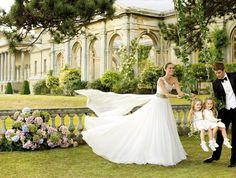 daminhas-casamento-vestido-curto-meias-pronovias-02.jpg (600×455)