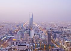 JHSPH is excited to announce a new collaboration with the Saudi Arabian Ministry of Health. The agreement will improve scholarly communication, expand research collaborations, facilitate the exchange of faculty and visiting scholars, and provide a framework for the development of cooperative programs open to students from both countries.